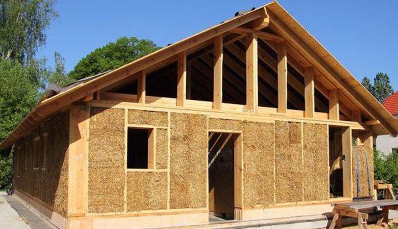 casa-legno-e-paglia
